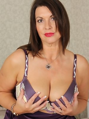 Naughty British MILF getting ready to fool around